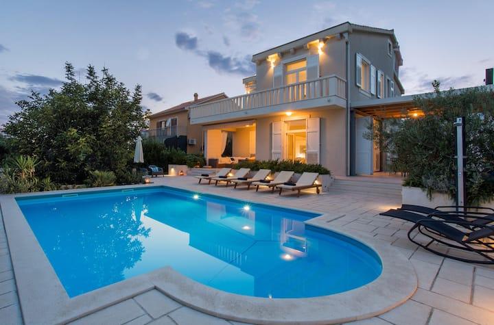 Villa Rotondo-charming villa few steps from beach