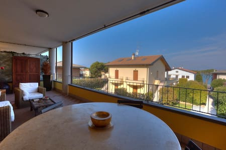 Lake view apartment,  with pool.. - Peschiera del Garda - Huoneisto