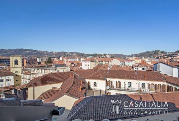 attico su due piano in prestigioso palazzo storico - Acqui Terme - Apartment