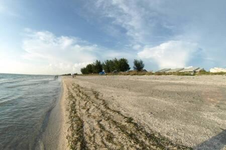 south seas 2433 2bed 2ba loft on the beach 2floors - Captiva