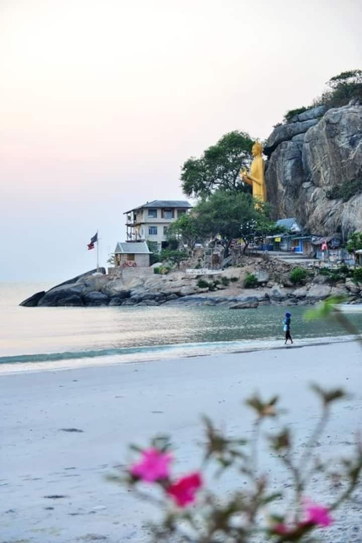 Beachfront resort 18 rooms for group in Hua Hin