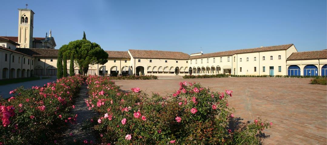 Close to Agripolis e convenient to Venezia&Padova