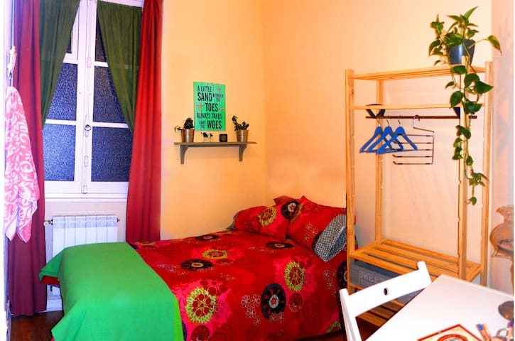 ROOM & BIKE, private bathroom - Gijón - Bed & Breakfast