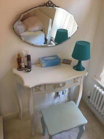 Double bed room in Whitechapel
