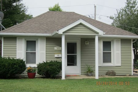 Perfect for Couples or Small Famili - Kankakee - Apartamento