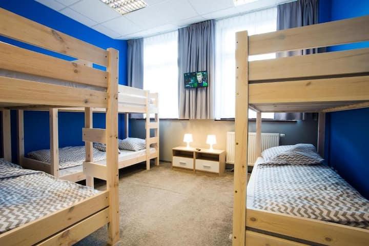 Pokój 6-osobowy ze wspólną łazienką Moon Hostel