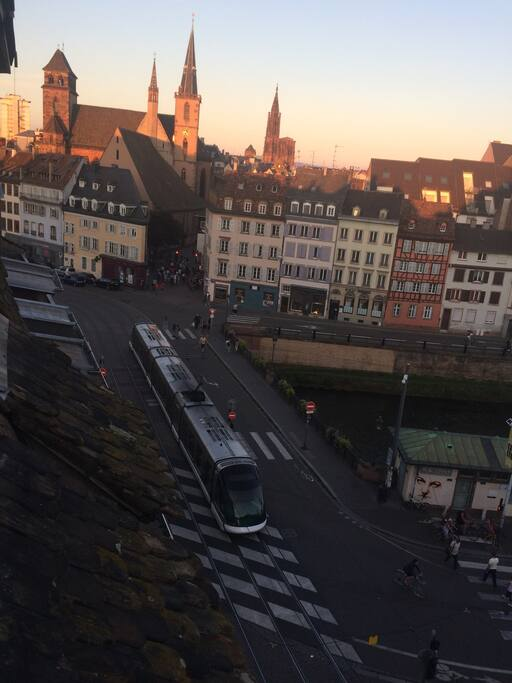 Vue Cathédrale, accès immédiat Tram Train Taxi