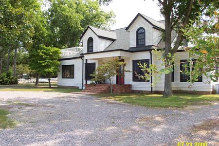 Aiken  stableview room