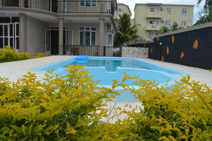 apartment with swimming pool n a green garden - Flic en Flac - Appartement