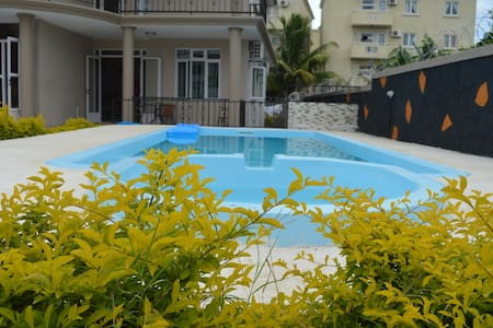 apartment with swimming pool n a green garden - Flic en Flac - Apartemen