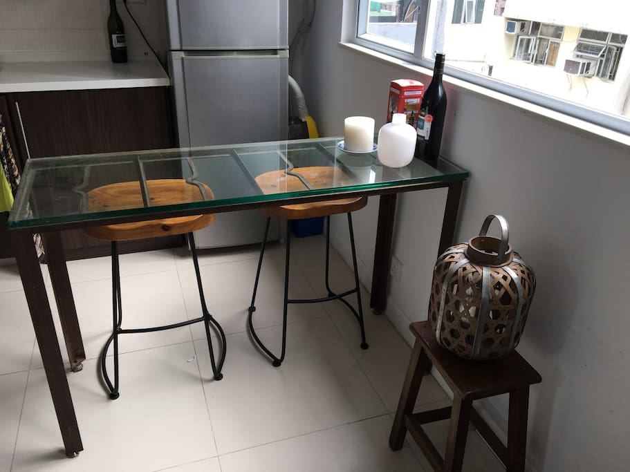 Designer Breakfast Table with Stools