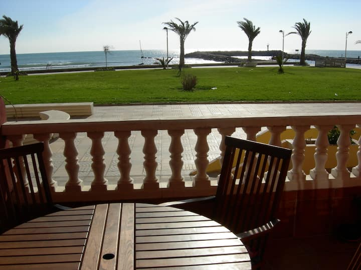 Cosy ground floor seafront apartment, Port Saplaya