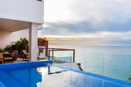 3 BR beachfront Sky Suite F