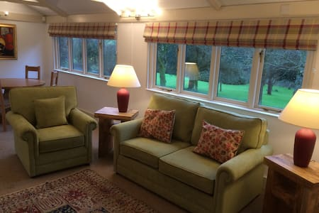 A secluded garden cottage, cabin, lodge, bungalow - Holton