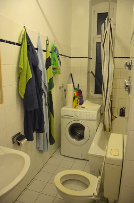 This is the bathroom. You can use everything, also the washing machine.