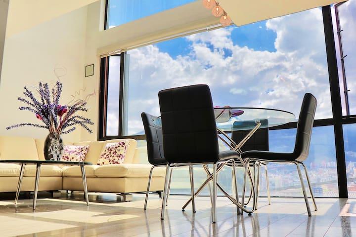 Loft Excepcional. Vista | Sitio | iluminación ->