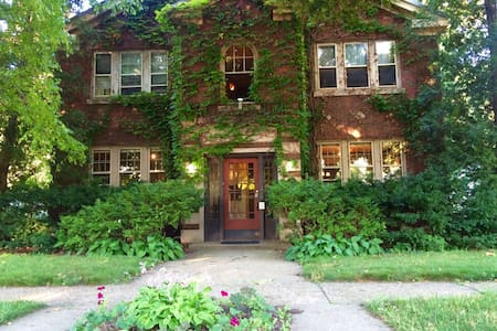 Upscale Urban Retreat 1BR Apartment Ground Floor - Rockford - Apartamento