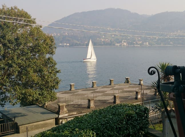 Surprising vintage atmospheres front Lake Como