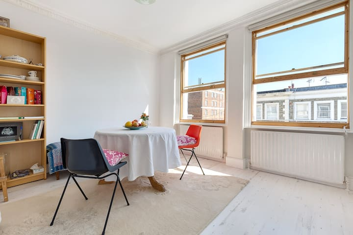Single bedroom with roof terrace in great location