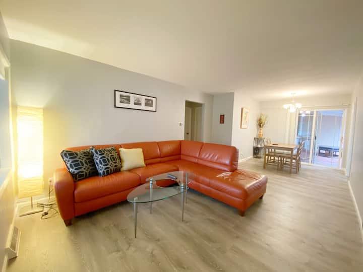 NEW Duplex Unit w/ 2 Bedrooms & Backyard 4+ Adults