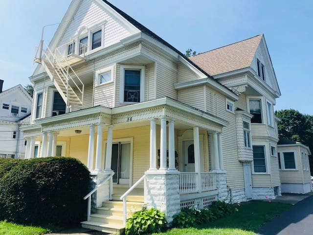 Victorian Getaway Apt 5 -sleeps 6 @ 56 Central