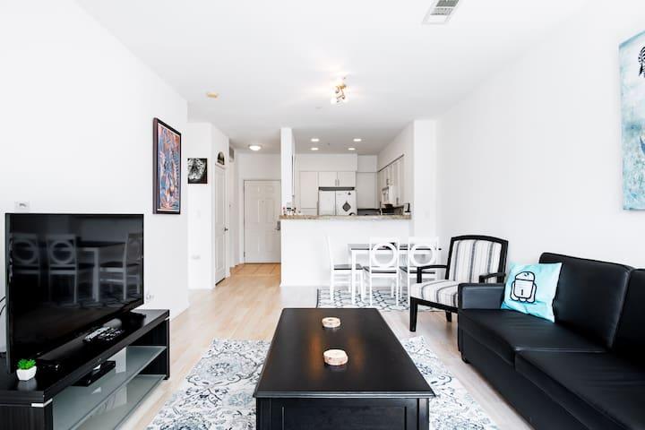 Clean, modern, and cozy condo in Playa Vista