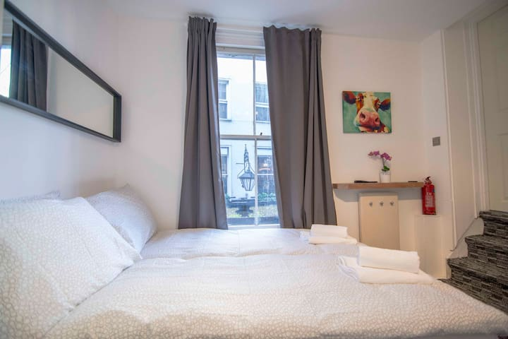 MARVELLOUS Studio Flat for 2 Guests at GREEN PARK