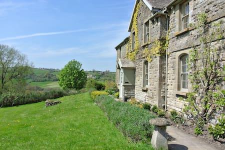 Stunning Views, Beautiful Cottage Near Bath (PTC) - Colerne - House