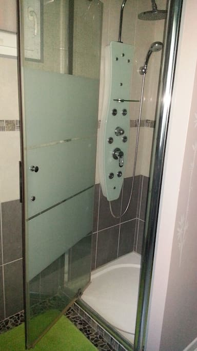 douche dans la chambre