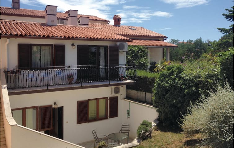 Charming one bedroom apartment for four people in Pula