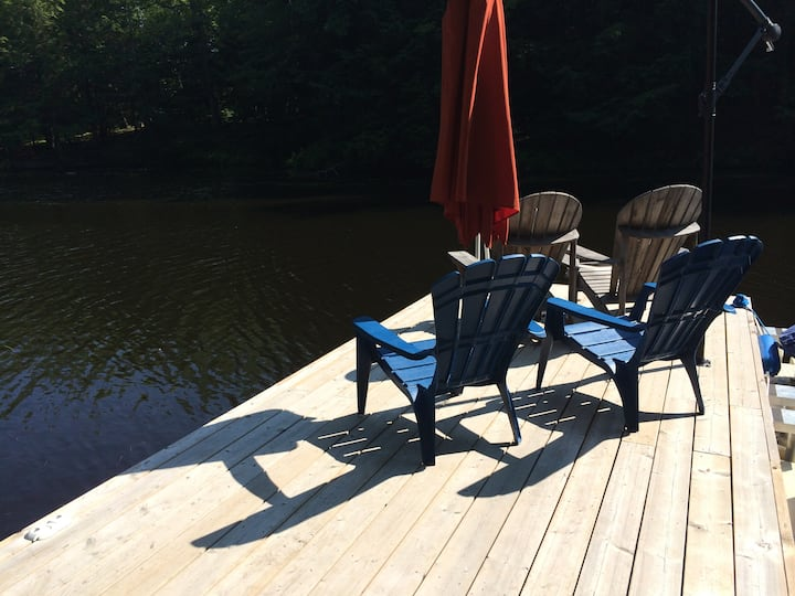 Lakefront Cottage - 1.5 hours from TO - HOT TUB!