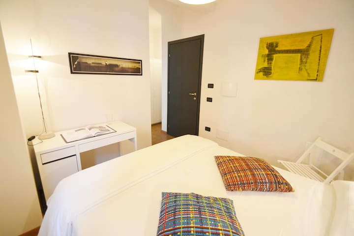 """Il Bandito Re"" Camera Matrimoniale con Bagno - Nuoro - Bed & Breakfast"