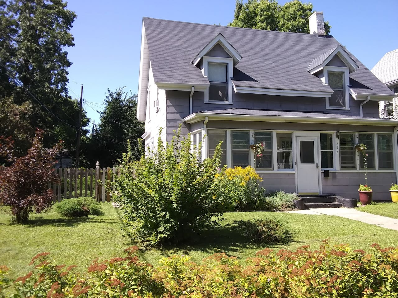 Fabulous Minneapolis is located on an generously sized lot in the heart of the city and within walking distance to restaurants, bars, and shopping. This home is close to the University of Minnesota, downtown Minneapolis, and the Mississippi River.