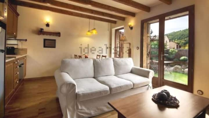 Acollidor apartament al pirineu amb jardi privat