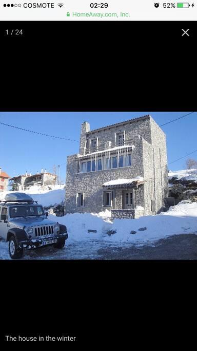 Εξωτερική όψη της κατοικίας τον Χειμώνα .