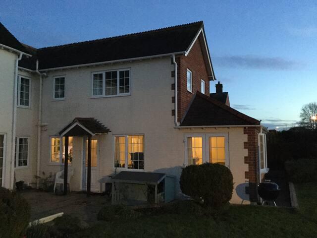 Cosy Annexe in quiet village - Semington - Casa