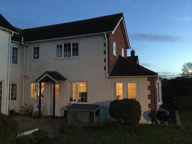 Cosy Annexe in quiet village - Semington - Hus