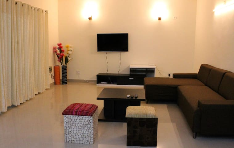 Park facing spacious  home - Gurgaon - Huoneisto