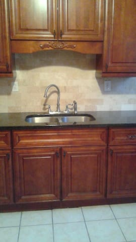 Cozy 2bdrm apartment with parking. - Bridgeport - Appartamento