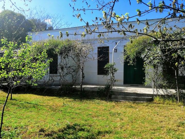 Chalet en Chiva con piscina y jardín.