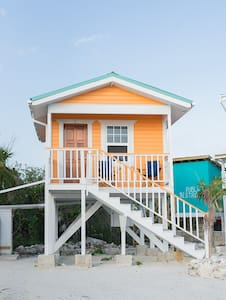 Eco Friendly Beachfront Cabana Orange - San Pedro - Bungalov