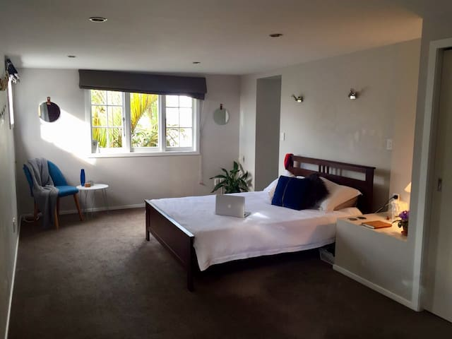Private Access Huge Double Bedroom with Ensuite - Auckland - Casa
