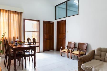2 Bedrooms. Central, Riverside. - Phnom Penh