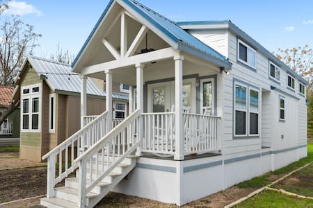New!  Beautiful Cabin by San Marcos River!
