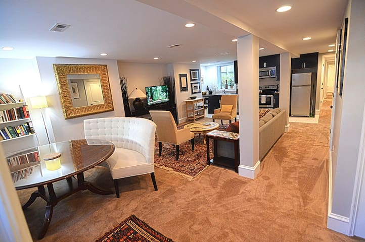 Cozy East Capitol Street 2BR 2BA  - Washington - Apartment
