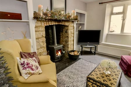 The Art House, a quiet cottage in Tetbury centre.