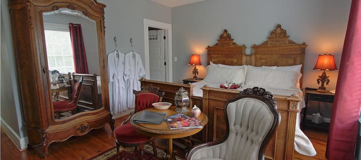 Bama Bed and Breakfast-Crimson Suite-WE ARE OPEN!