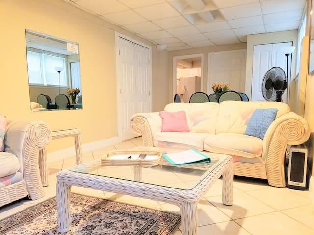★Private Comfy Apartment★ Full Kitchen 2BR + CRIB