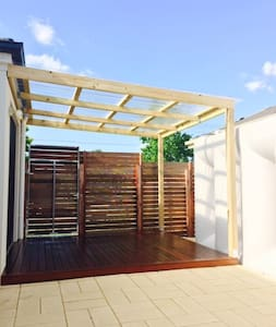 Brand new - next to train station - Bayswater - Casa