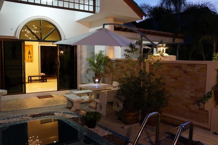 4 Bedroom , Pool, Fitness, beach, Golf,Tennis.